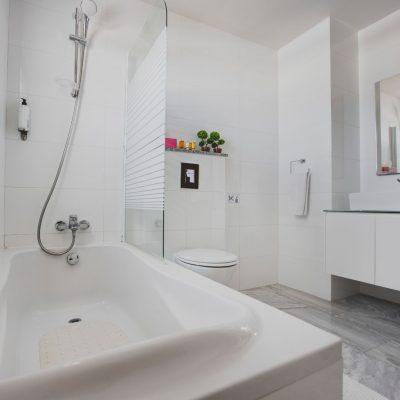 Caprice Spa Resort Cyprus bathroom