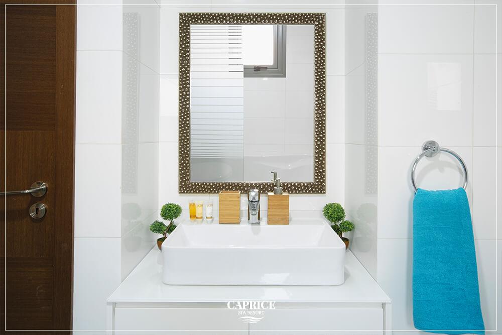 caprice spa resort cyprus deluxe room bathrrom